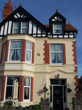 front carmen bed and breakfast llandudno.jpg
